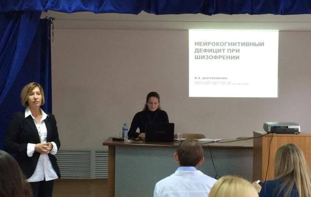 Профессор-Наталия-Николаевна-Петрова-представляет-докладчиков